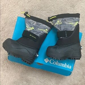 Brand new in box toddler snow boots